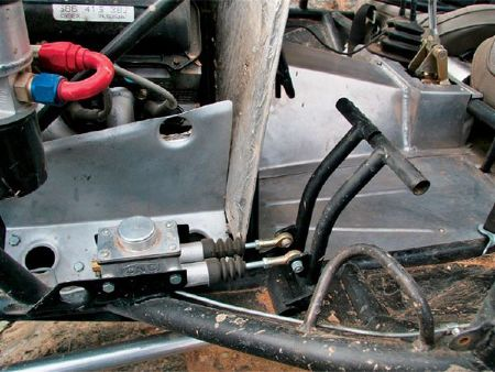 131_0707_13_z%2Bcutting_brakes%2Bdual_brake_pedals.jpg